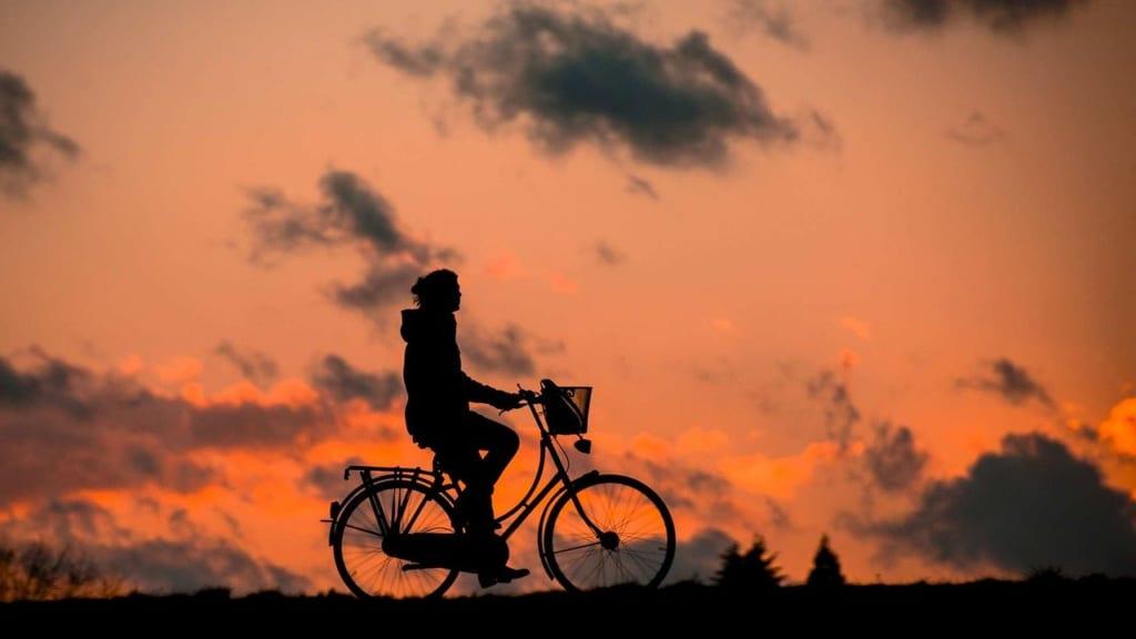 【ブログが継続できない人へ】コツは副業目的を捨てること 自転車 1580354398 1024x576