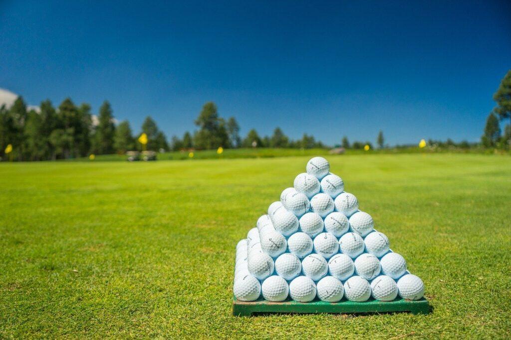 【ティーショットの向き】初心者必見!スライスを活用せよ! ゴルフボール 1611891813 1024x682
